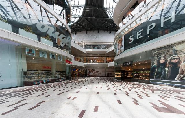 shopping mall window display